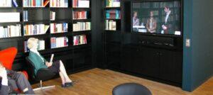 Installation von Medientechnik und Steuerung..