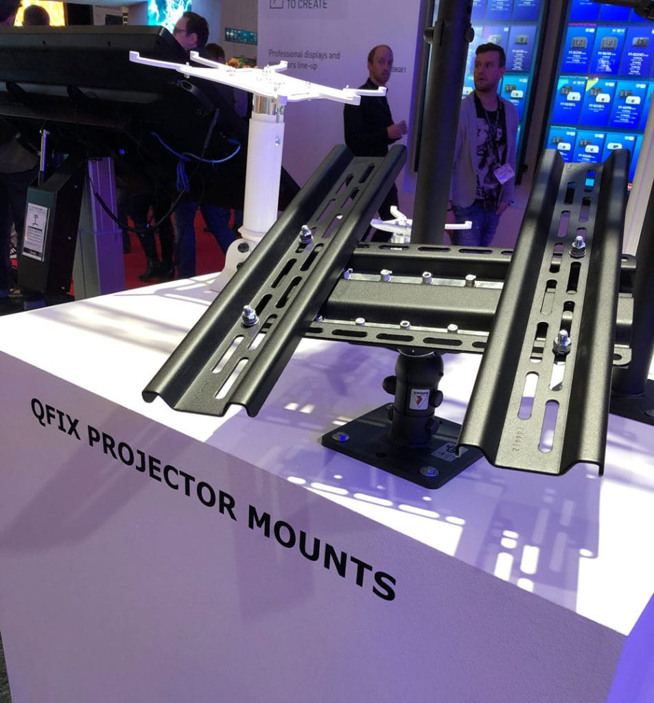 Audipack QFix projector mounts