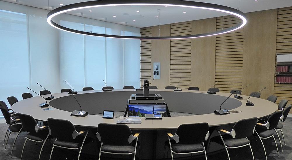 hybride-besprechungsraeume-fuer-videokonferenzen-installation