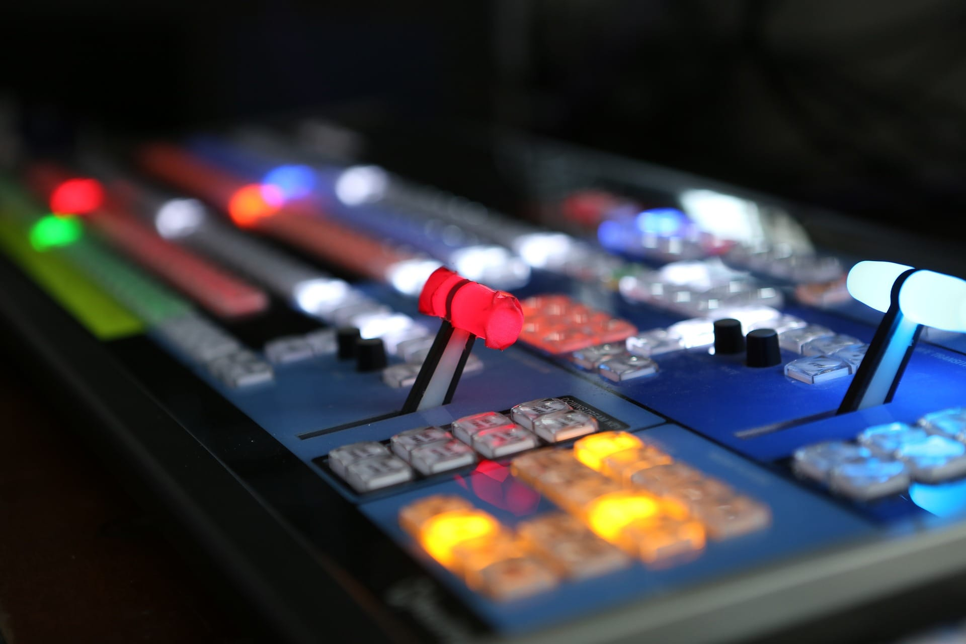 mobile-streaming-studios-bildregie-pult